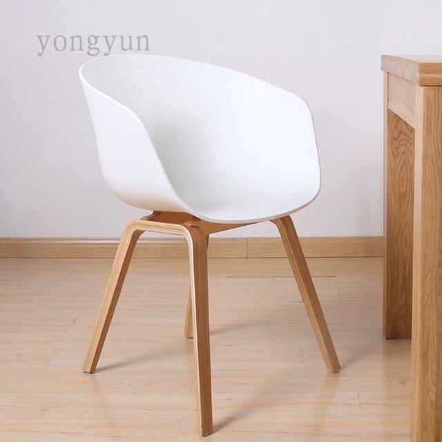 Plastica Sedia Da Pranzo Moderno e minimalista Moda piede di legno ...