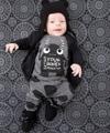 2017 Nueva Moda ropa infantil bebé arropa los sistemas de manga Larga pequeños monstruos t-shirt + pants 2 unids ropa de bebé recién nacido conjunto