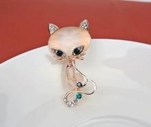 Hot Sale Pretty Fox Carve Shining Crystal Brooch pins For Wedding Wholesale