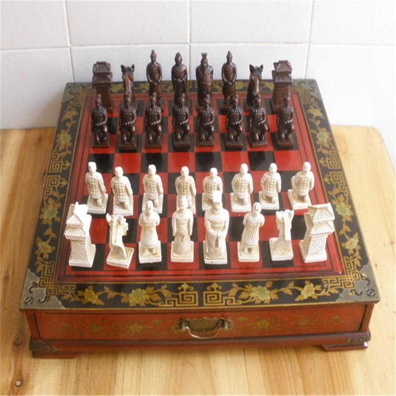 43.5*43.5*8 CM Conseil de Fitness Jeu D'échecs International Reine Perspective Chiffres D'échecs Antique En Bois Conseil De Noël Cadeaux