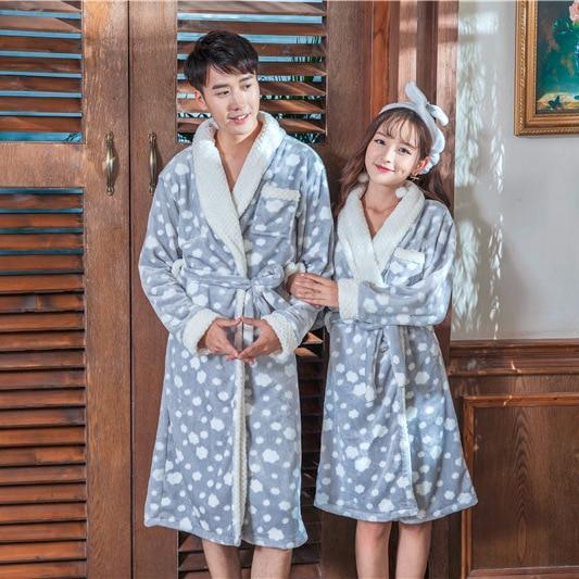 7a9b33e75d45343 2018 пара кимоно Ванна Халаты теплые любителей пижамы халат фланель Халаты  в горошек Модные мягкие халат пеньюар плюс Размеры купить на AliExpress