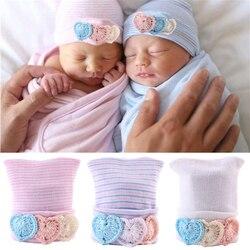 Вязаная крючком хлопковая шапка для новорожденных шапочка весенне-Осенняя шапка для маленьких мальчиков и девочек с аппликацией в виде сер...