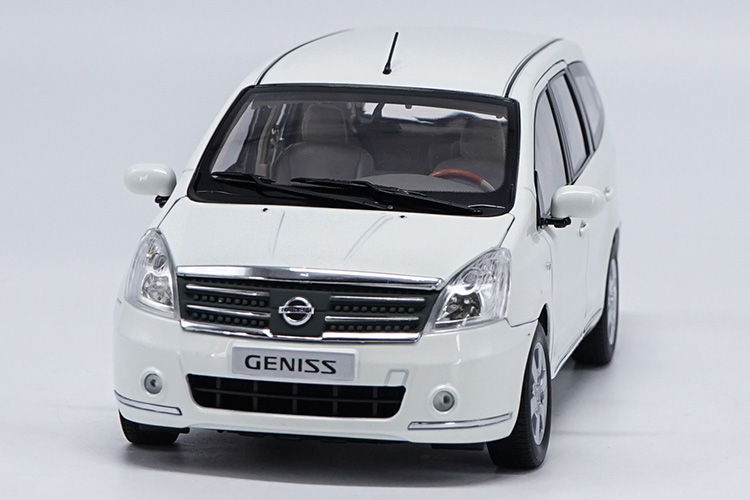 1:18 Diecast Model for Nissan GENISS Livina White MPV Alloy Toy Car Miniature Collection Gifts autoart 1 18 nissan alto skyline nismo s1 alloy model car page 5