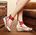 Nuevos zapatos de Tacón de Cuña Bombas Para Las Mujeres del Estilo Chino Azul Y Blanco Bordado Características de Ocio de Moda Zapatos de Tacones Altos SMYXHX-C0017