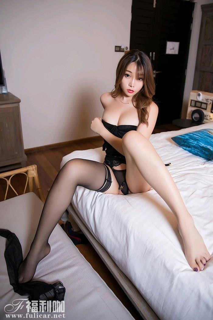 性感女神芝芝前凸后翘秀黑丝美腿