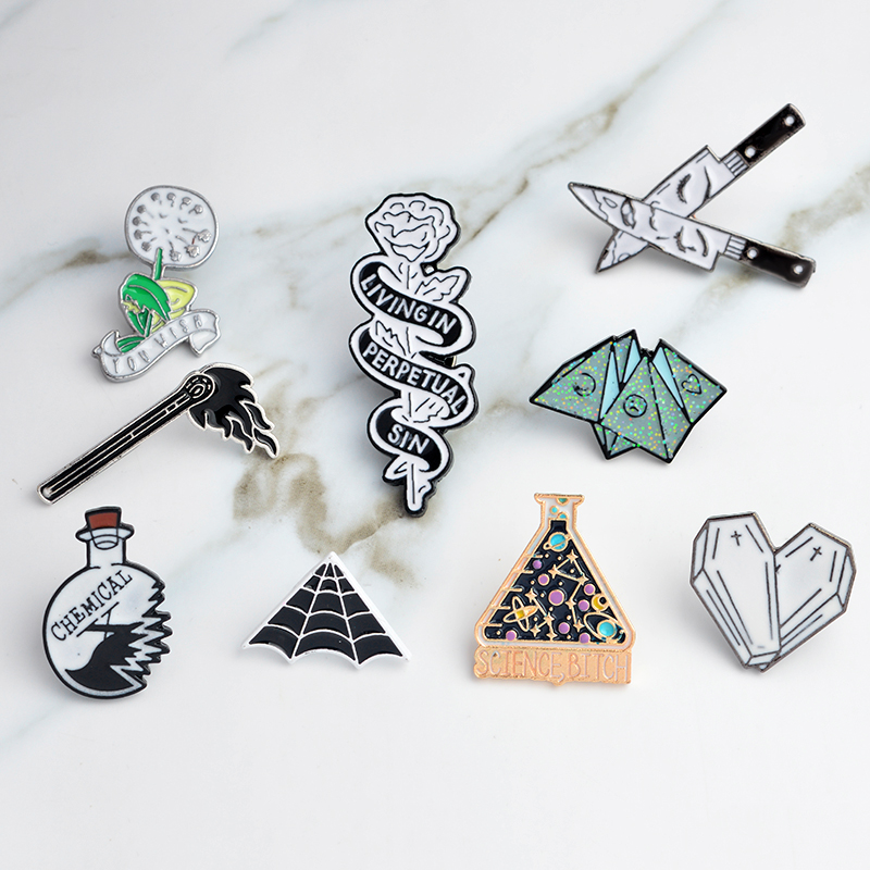 Punk Pin Spiderweb Cobweb Science beaker Chemical Matches Rose Knife Coffin Origami game Dandelion Brooch for Kids Pins Badge