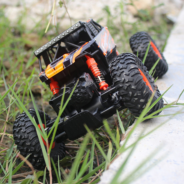 Carro RC 1:18 Off-Road Do Veículo 4WD Alta Velocidade 2.4G Rocha Crawlers subir Motores Dobro pulando de sumô Bigfoot Carro de Controle Remoto brinquedo