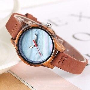 Image 5 - ייחודי נשים שעון עץ יוקרה אלמוגים כחול שיק אדום מזדמן קוורץ עץ שעון עבור נשים אמיתי עור שעון יד Reloj mujer