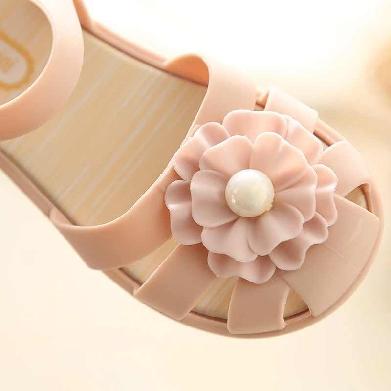 ... Mini Melissa 2018 New Pearl Flower Girl Jelly Sandals Roman Girl  Sandals Breathable Melissa Shoes Toddler ... f445ac07b61e