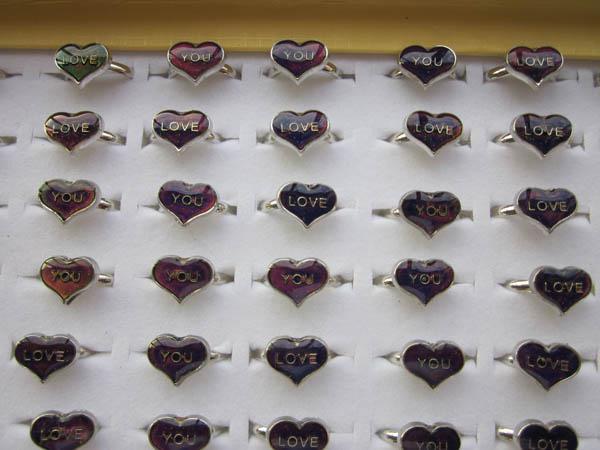 Liebe sie stimmung ring buchstaben changeing farbe einstellbar 100 pcs/lot-in Ringe aus Schmuck und Accessoires bei  Gruppe 1