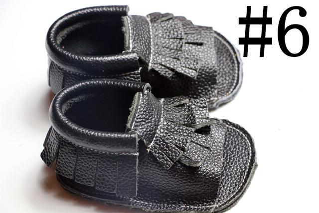 10 par/lote 2016 primavera Negro Cuero Genuino de la vaca de los bebés niñas zapatos Primeros Caminante Del Niño del bebé mocasines para el recién nacido bebé