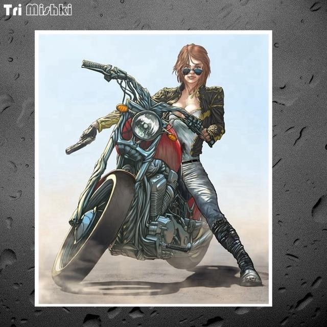 Tri Mishki WCS742 #13x15 cm Cool girl motociclista pistola colorido coche pegatina coche divertido Coche pegatinas