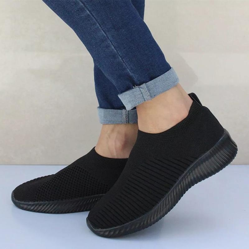 Женские кроссовки из сетчатого материала; мягкая женская трикотажная Вулканизированная обувь; повседневная женская обувь на плоской подошве без застежки; прогулочная обувь; Прямая поставка - Цвет: Черный