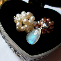 Sri Lanka natural Moonstone blue moon stone hanging pendant inlaid strong blue light blue lady full moon stone