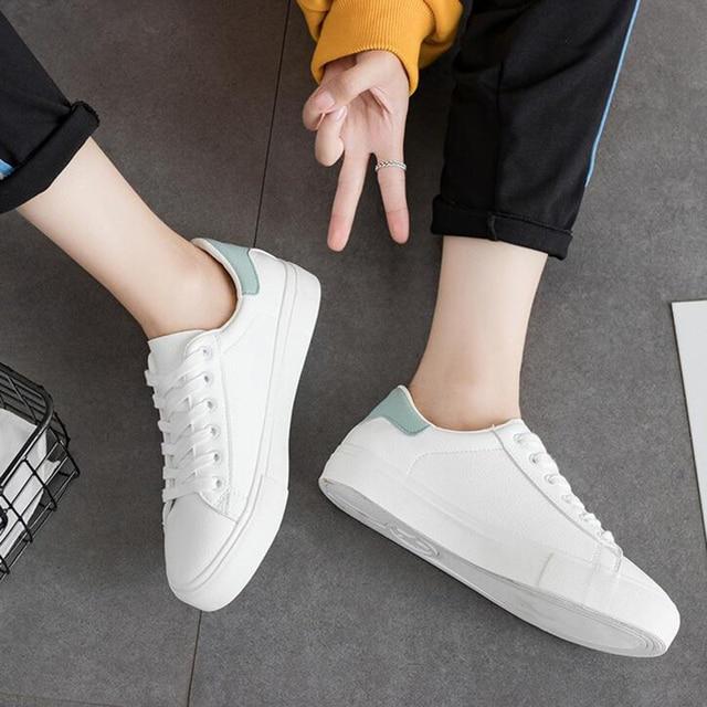 1de5bc80d0 Mulheres das sapatilhas 2018 nova primavera sapatos mulheres f ashion couro  pu respirável tenis feminino branco