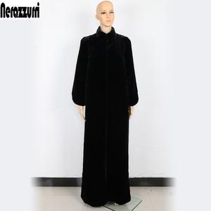 Nerazzurri 床の長さのフェイクファーのコートの女性ブラックエクストラロングプラスサイズ暖かい上着冬毛皮フェイクファーのオーバーコート 5xl 6xl 7xl
