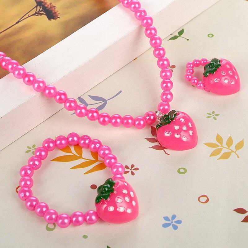 2697d5e9fa4b Fresa collar elástico pulsera del anillo mejor venta del bebé joyería Set  niños acrílico simulado collar de perlas