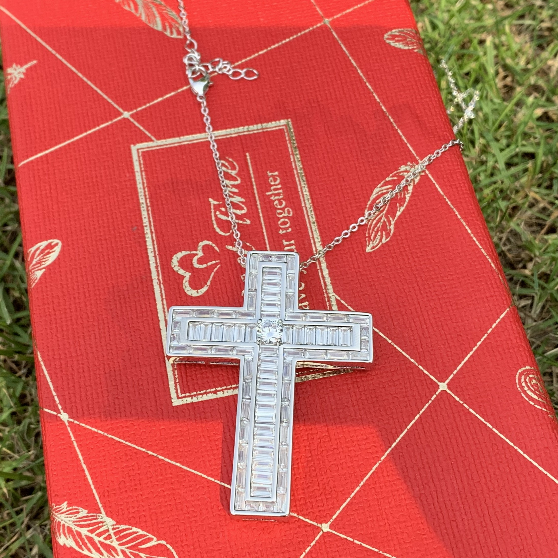 Classical Fashion Jewelry 925 Sterling Silver Full Princess Cut White 5A Cubic Zirconia Party Cross Pendant Women Necklace GiftClassical Fashion Jewelry 925 Sterling Silver Full Princess Cut White 5A Cubic Zirconia Party Cross Pendant Women Necklace Gift