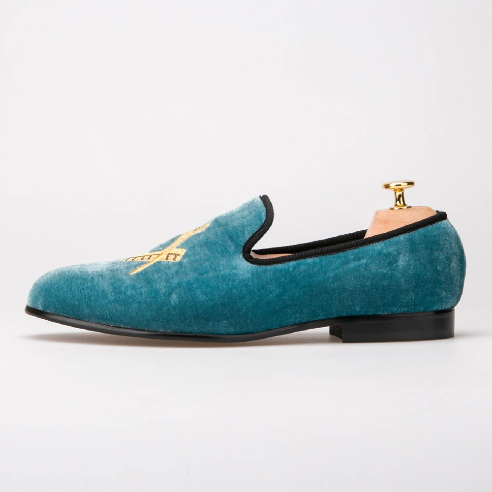 Exquisite embroidery pattern Velvet Men shoes Men Wedding and Party Loafers sapato social masculino loafers men india golden silk weaving pattern crown and leaf design flats velvet shoes men loafers noble temperament