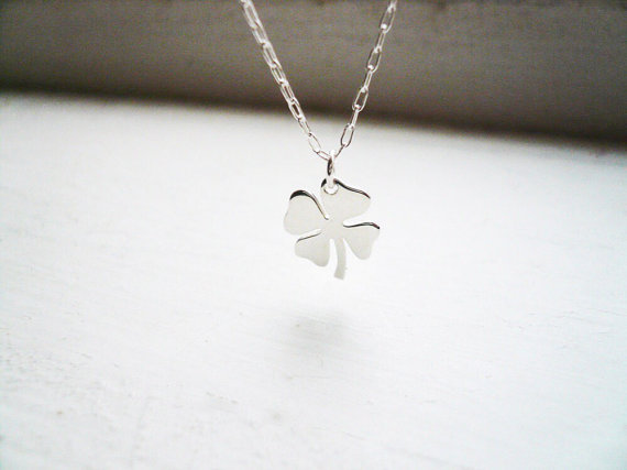 Wholesale Trendy Beatiful Four Leaf Clover Necklace Simple Weed Leaf Elegant Necklace Season Jewelry Engagement Gift for Women