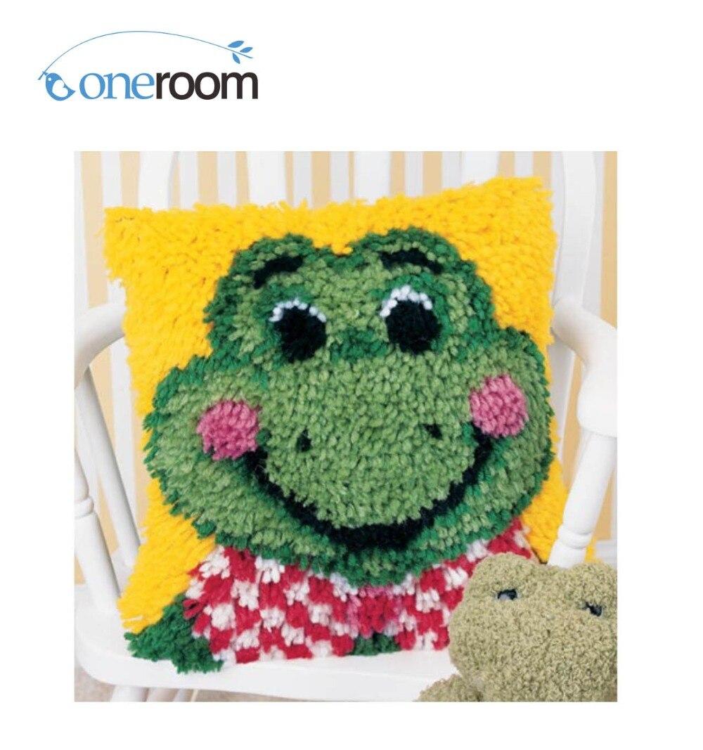 BZ332 Frog Hook Rug Kit Pillow DIY Unfinished Crocheting