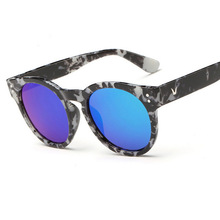 2016 Hot Fashion V Beautiful color Anti-reflection anti-UV400 Sunglasses Men Women Sun Glasses Lady Sunglasses oculos de sol