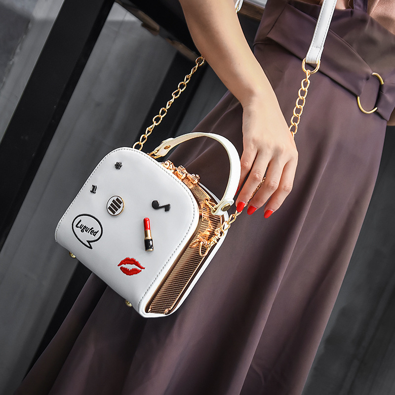 In the summer of 2017 the new Chaohan version of Baiji oblique bag chain single-shoulder portable lipstick bag 1