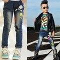 В продаже новинка мальчик джинсы 2016 стильные парни жан дети дети мода свободного покроя джинсы бутик черепа брюки B077