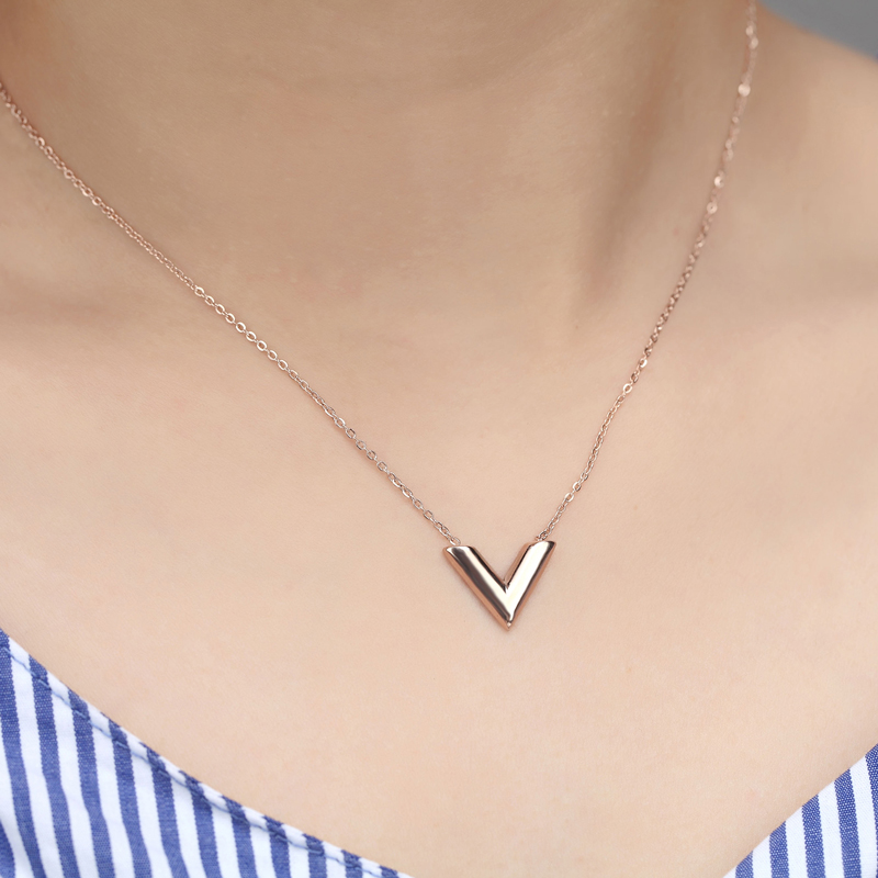 Classic Design Famous Brand V Letter Pendant Necklace For Woman Titanium Steel Woman Necklace Luxury Jewelry Female Top Quality 8