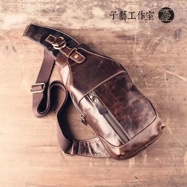 Retro first layer of cowhide leather chest men 's chest inclined shoulder leisure flat mobile phone backpack