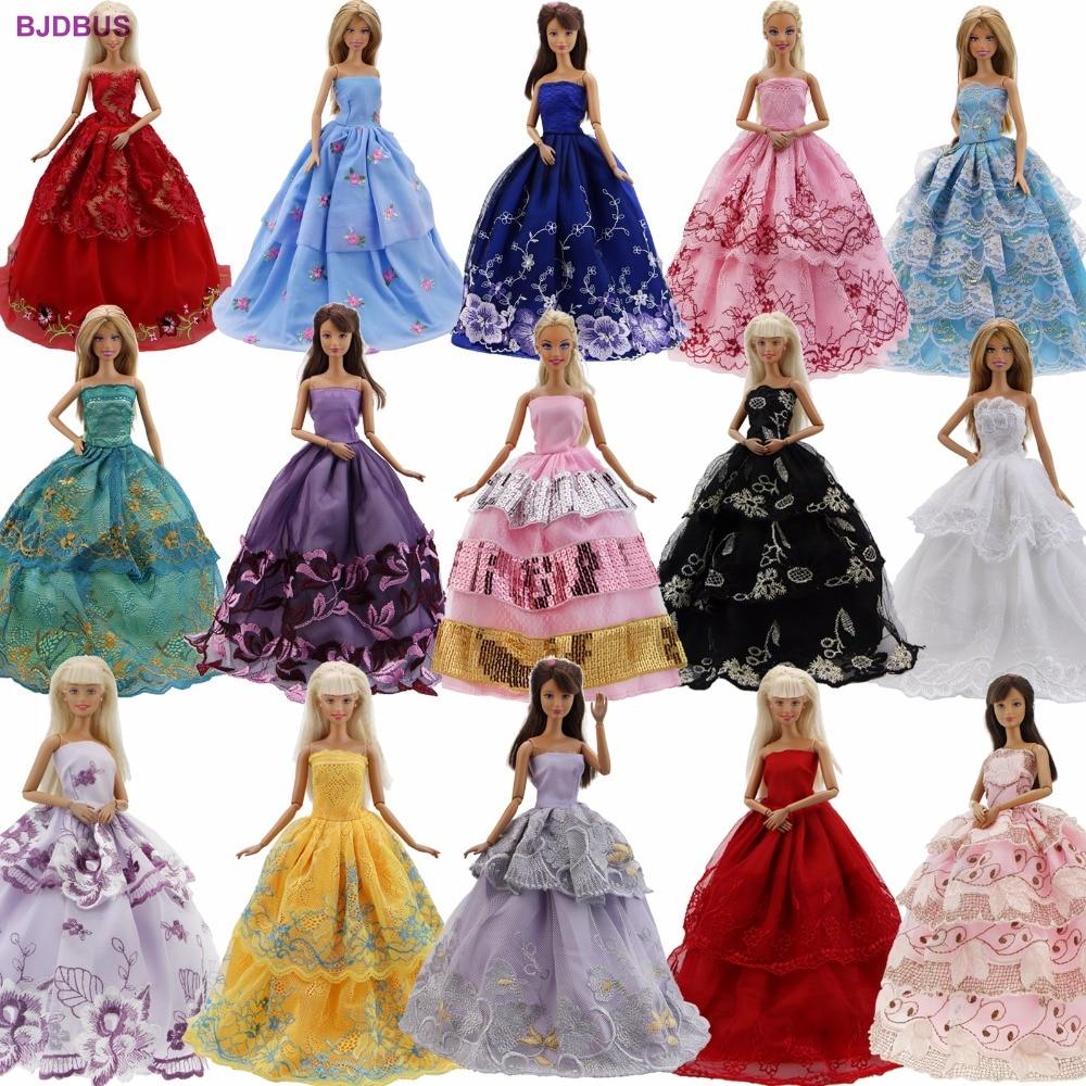 Lote 15 piezas = 10 pares de zapatos y 5 vestido de boda vestido de fiesta princesa lindo traje de ropa para Barbie muñeca de regalo al azar a