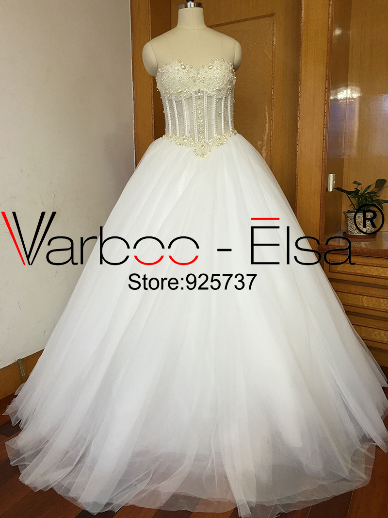 Hot Sale Sweetheart crystal wedding dress with long train ivory wedding  dress ball gown wedding dresses 2017 white bridal dress ... f9995b9e76b0