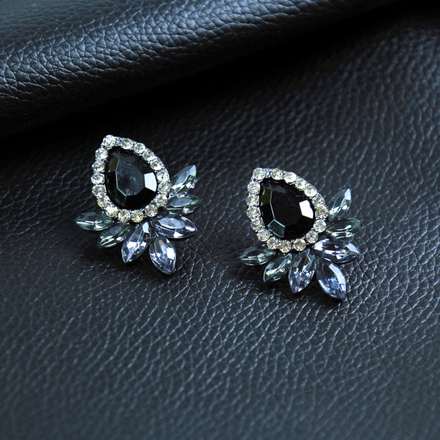 New Women's Fashion Earrings Rhinestone Gray/Pink Glass Black Resin Sweet Metal with Gems Ear Stud Earrings For Women e0139 2