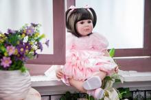 Muñeca reborn de 60 cm Vestido rosa  con volantes