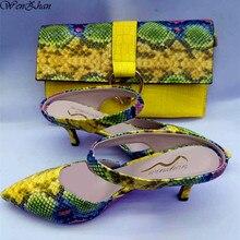 WENZHAN gorąca sprzedaż żółty wąż PU skórzane 7 CM krótki heel moda miękkie buty szpiczasty nosek z pasujące sprzęgła torby zestawy 079 19