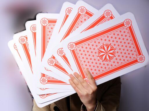 Livraison gratuite au détail A4 9 fois la taille de la carte à jouer régulière divertissement de fête familiale grand pont poker magique