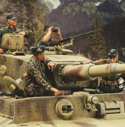 1/35 WWII Resin Kits Tank Crew 4pcs/set (no tank)1/35 WWII Resin Kits Tank Crew 4pcs/set (no tank)