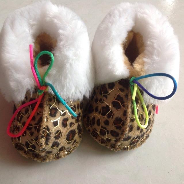 2016 Nuevos Mocasines de encaje de lana de Bebé de algodón suave Bebé niños Niñas Zapatos Primer Caminante zapatos recién nacidos de invierno Chaussure