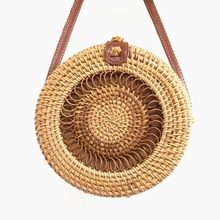 New 2019 women's bag pure hand-woven rattan buckle round bag summer leisure beach bag ins bohemian straw package dcos ins new ladies hand woven bag round rattan retro literary hand woven leather buckle package bohemia beach messenger bag