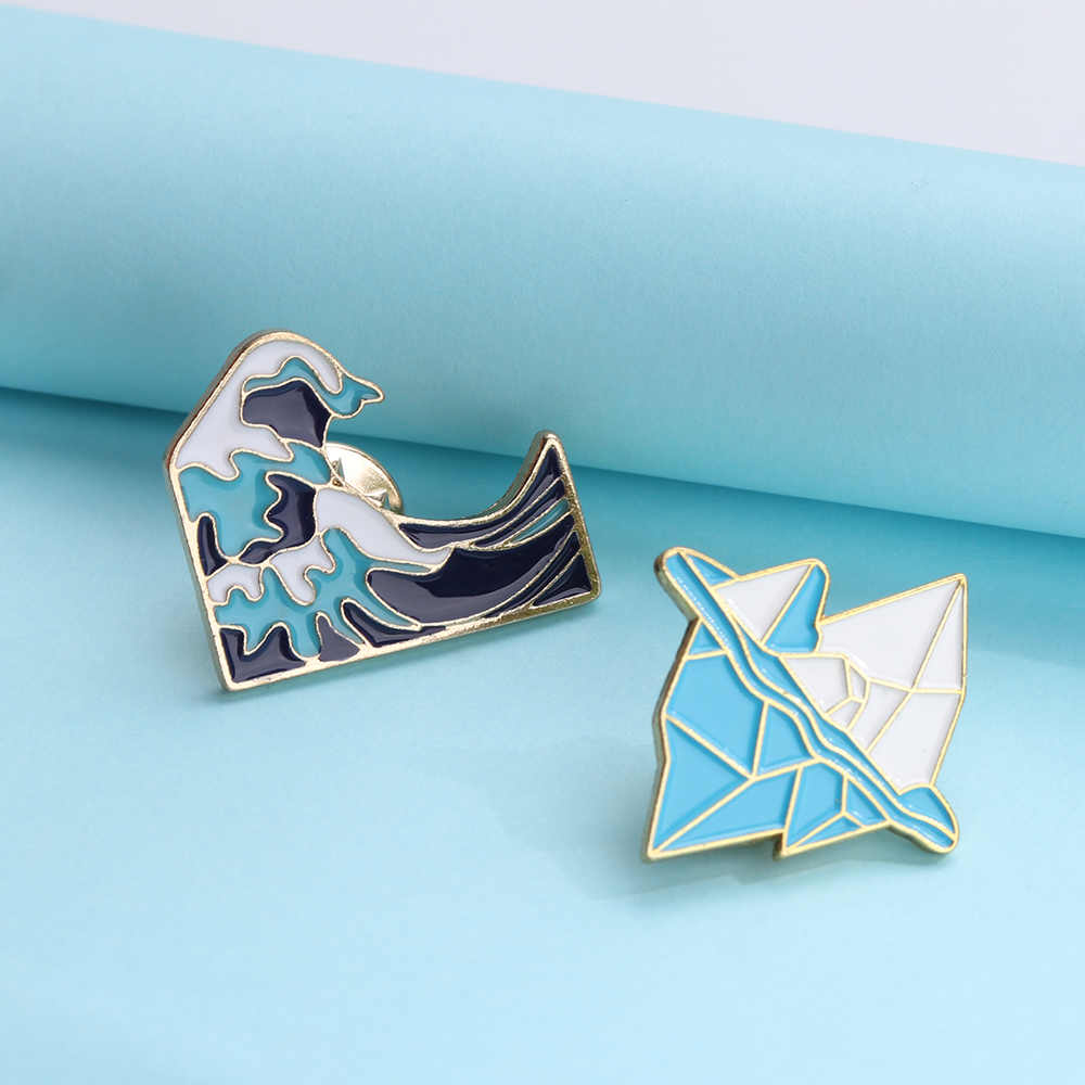 1Pc Blauwe Golven Ijsberg Broche Emaille Pinnen Gesp Cartoon Metalen Broche Voor Jas Jas Tas Pin Badge Sneeuw Berg sieraden Gift