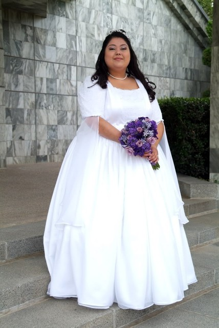 Best wedding dress for plus size pear shaped