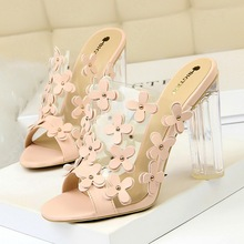 Liren 2019 Summer Sweet Lady Flower Decoration Sandals Crystal Transparent Style Open Round Toe Square Heels Women Shoes