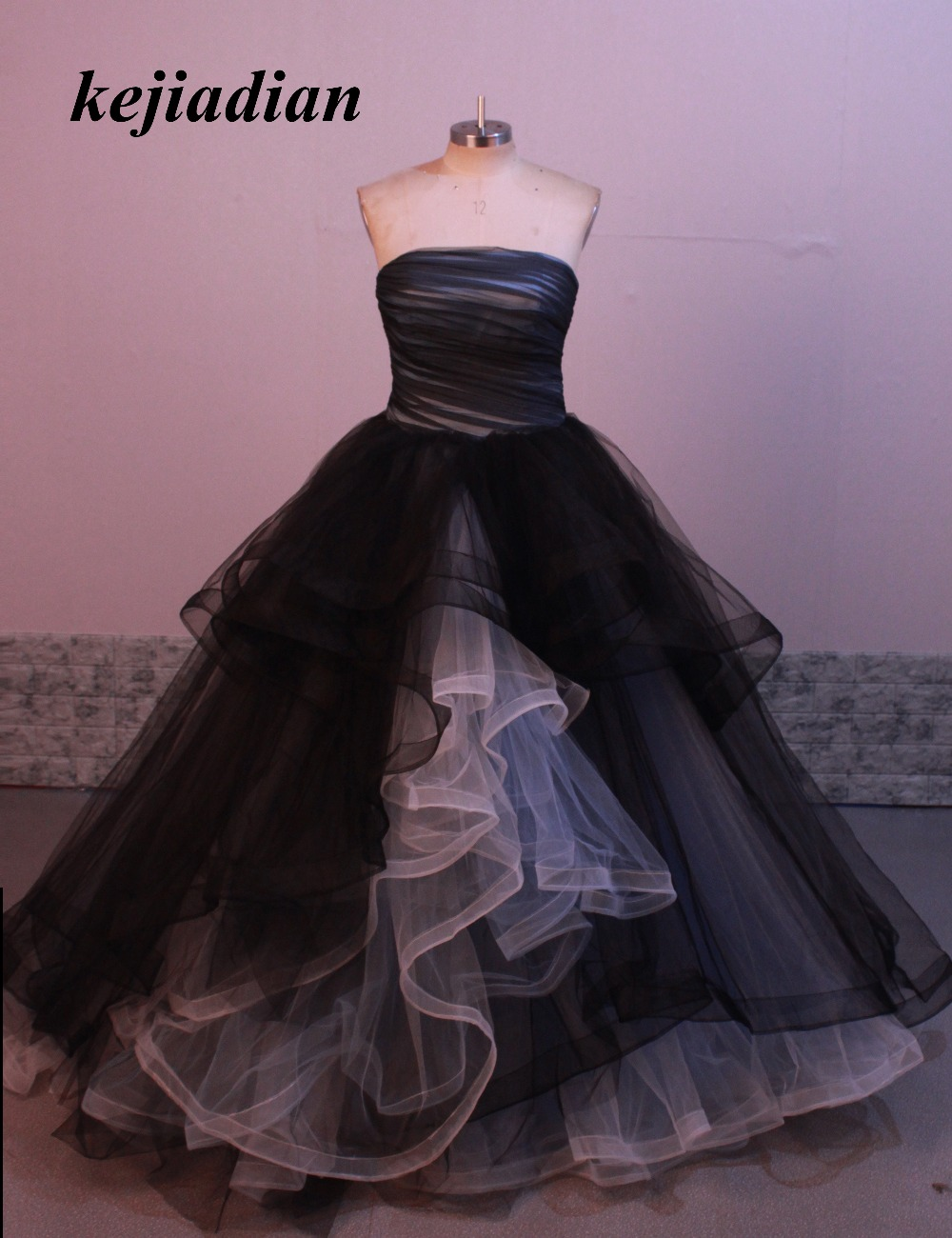 Black White Gothic Mother of the Bride Dresses Princess Winter Ball Gown Formal Bridal Gowns With Color Strapless Simple