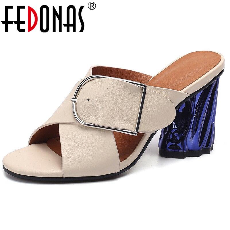 FEDONAS 2019 Mujeres Nuevo salvaje abierto del dedo del pie redondo de Metal hebilla sandalias estilo extraño tacones altos Roma conciso zapatos de mujer de moda bombas-in Sandalias de mujer from zapatos    1