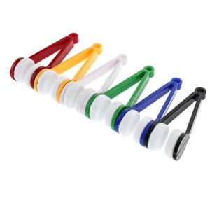 Image 2 - 1 قطعة مكبرة النظارات حالة حامل ملحقات السيارات أدوات تنظيف النظارات المحمولة متعددة الوظائف مسح أداة