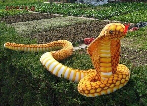 Jouet de la vie réelle dans l'ensemble 240 cm jaune serpent cobra en peluche jouet doux poupée jouet drôle cadeau de noël h0999