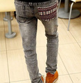 Novo Estilo de Outono Homem Jeans Da Moda Venda Quente Buraco Fino Jeans Reta Homens Jeans Rasgado Jeans Skinny 28-30