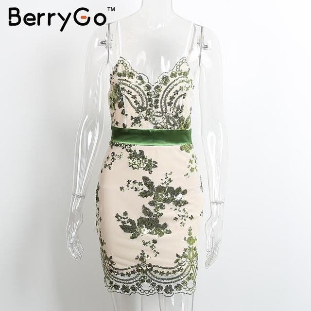 BerryGo Élégant soirée partie robe à paillettes Femmes sexy col en v profond moulante robe courte plage d'été casual robe maille robes
