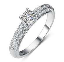 Женское свадебное кольцо с фианитом из стерлингового серебра