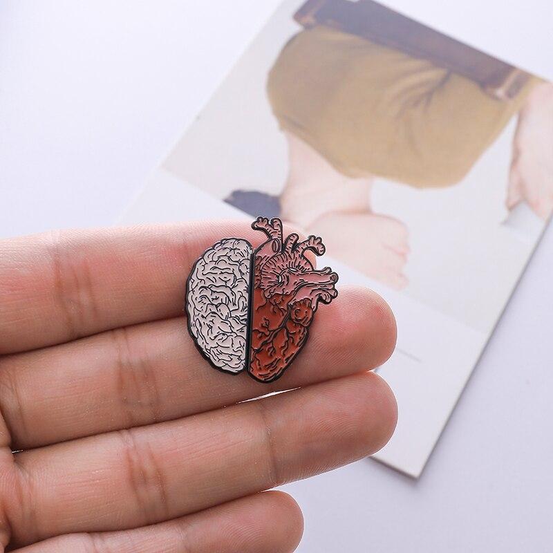 Human Heart / Brain Pin Lifelike Organ Medicine Custom Brooch Half Heart Half Brain Enamel Pins For Couple Doctor Jewelry Gift
